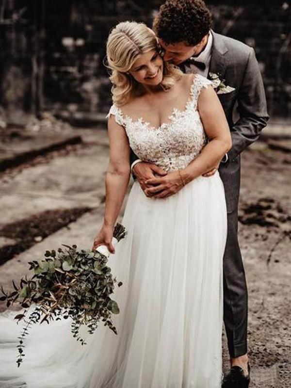 A-Line/Princess Sleeveless Applique Scoop Sweep/Brush Train Tulle Wedding Dresses