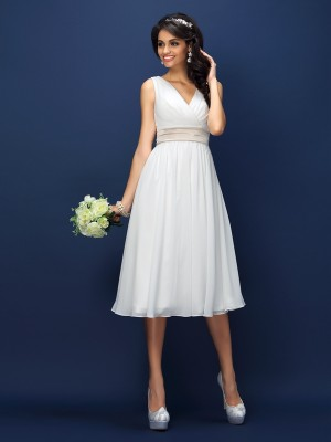 A-Line/Princess Sleeveless Pleats Sash/Ribbon/Belt Knee-Length V-neck Chiffon Bridesmaid Dresses