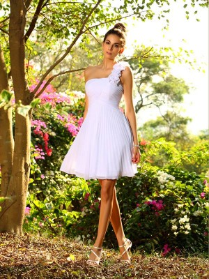 A-Line/Princess Sleeveless Hand-Made Flower Knee-Length One-Shoulder Chiffon Bridesmaid Dresses