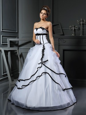 Ball Gown Sleeveless Applique Floor-Length Sweetheart Satin Wedding Dresses