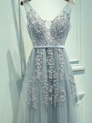 A-Line/Princess Floor-Length Tulle Sleeveless V-neck Applique Dresses