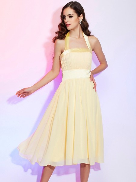 A-Line/Princess Chiffon Halter Knee-Length Pleats Sleeveless Dresses