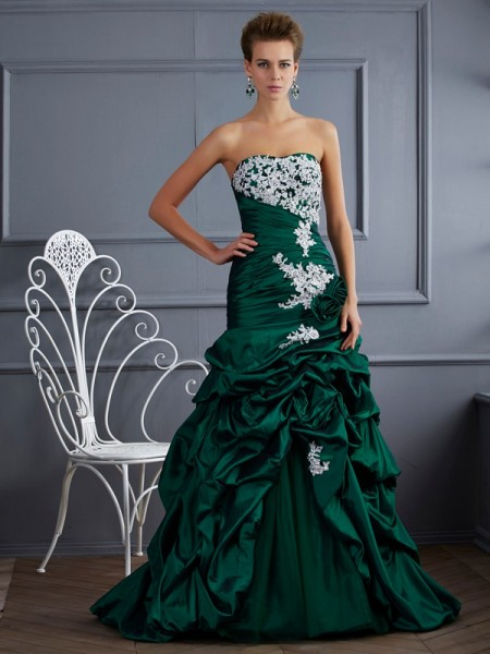 Ball Gown Taffeta Strapless Sweep/Brush Train Applique Sleeveless Dresses