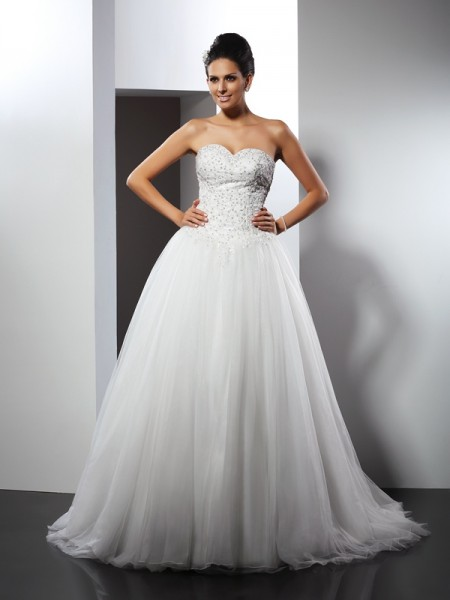 A-Line/Princess Sleeveless Applique Chapel Train Sweetheart Net Wedding Dresses