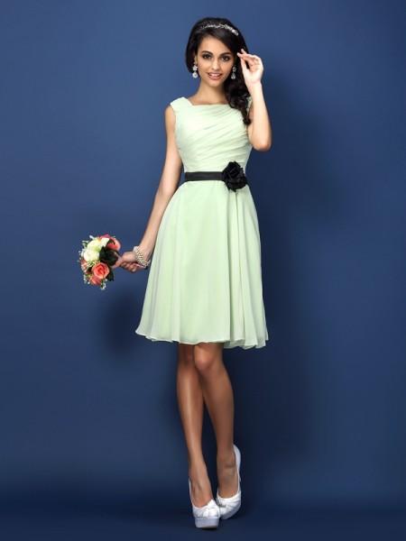 A-Line/Princess Sleeveless Pleats Short/Mini Bateau Chiffon Bridesmaid Dresses