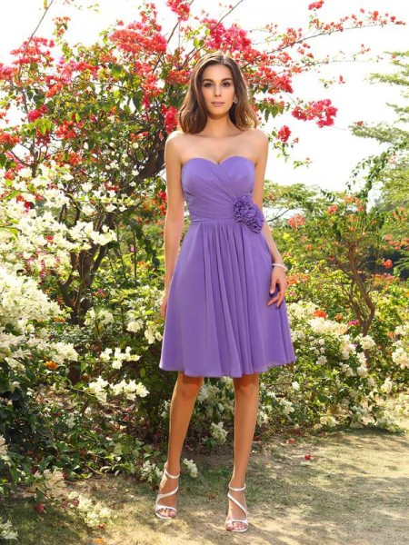 A-Line/Princess Sleeveless Hand-Made Flower Knee-Length Sweetheart Chiffon Bridesmaid Dresses