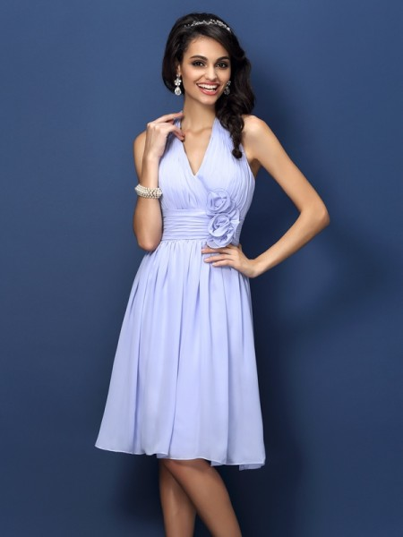 A-Line/Princess Sleeveless Hand-Made Flower Knee-Length Halter Chiffon Bridesmaid Dresses