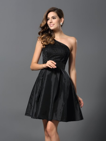 A-Line/Princess Sleeveless Short/Mini One-Shoulder Taffeta Bridesmaid Dresses