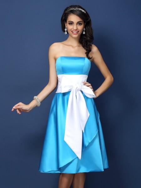 Sheath/Column Sleeveless Bowknot Knee-Length Strapless Satin Bridesmaid Dresses
