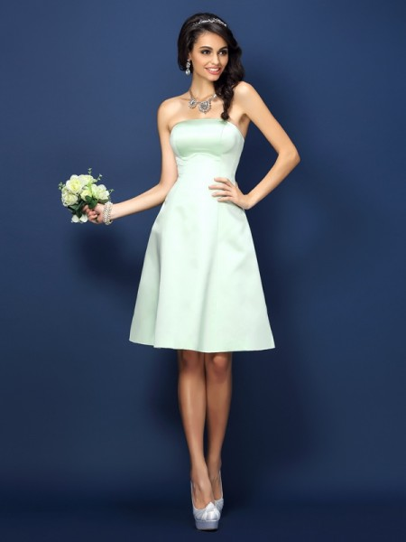 A-Line/Princess Sleeveless Knee-Length Strapless Satin Bridesmaid Dresses