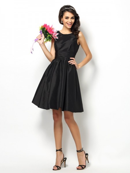 A-Line/Princess Sleeveless Pleats Short/Mini Bateau Taffeta Bridesmaid Dresses