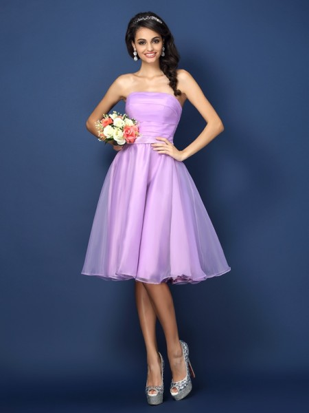 A-Line/Princess Sleeveless Pleats Knee-Length Strapless Satin Bridesmaid Dresses