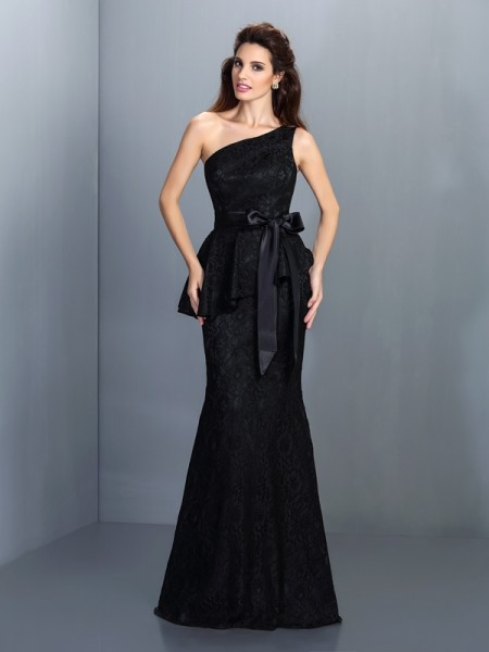 Trumpet/Mermaid Sleeveless Lace Floor-Length One-Shoulder Satin Bridesmaid Dresses