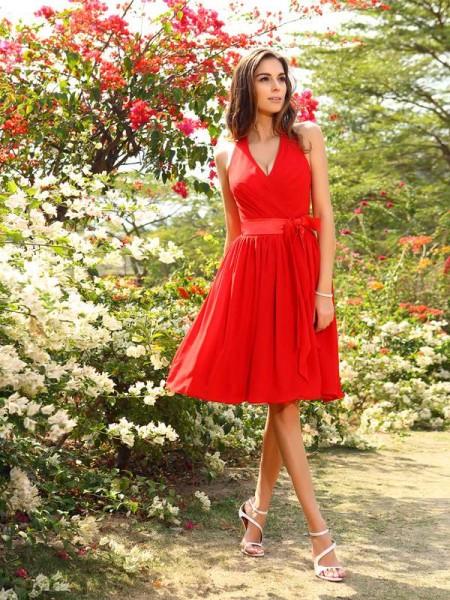 A-Line/Princess Sleeveless Pleats Knee-Length Halter Chiffon Bridesmaid Dresses
