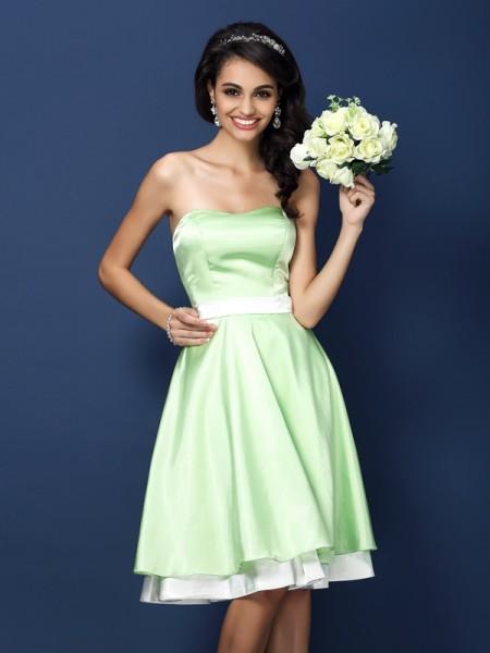 A-Line/Princess Sleeveless Knee-Length Strapless Elastic Woven Satin Bridesmaid Dresses