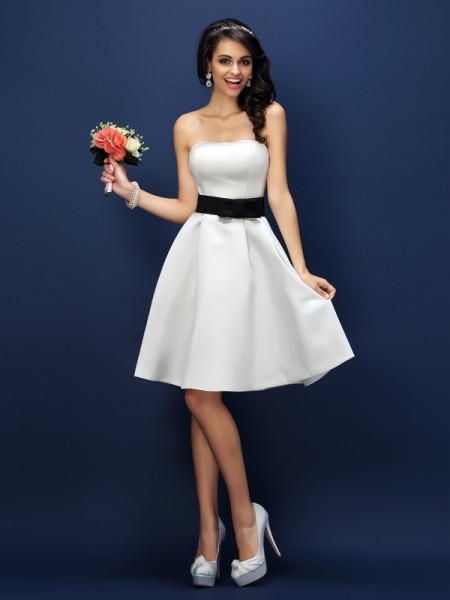 A-Line/Princess Sleeveless Sash/Ribbon/Belt Knee-Length Strapless Satin Bridesmaid Dresses