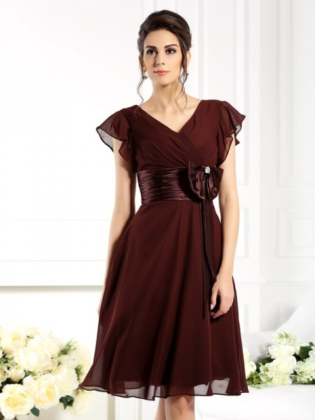 A-Line/Princess Short Sleeves Bowknot Knee-Length V-neck Chiffon Mother of the Bride Dresses