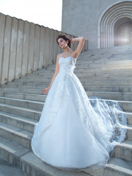 Ball Gown Lace Chapel Train Sweetheart Sleeveless Lace Wedding Dresses