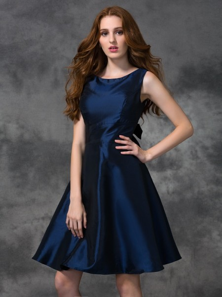 A-line/Princess Knee-length Scoop Sleeveless Taffeta Bridesmaid Dresses
