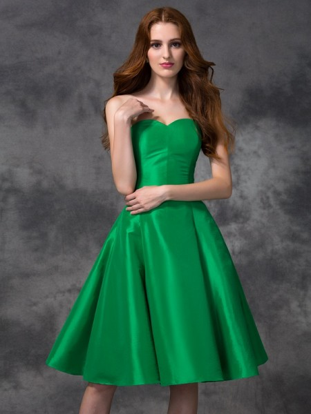 A-line/Princess Knee-length Sweetheart Sleeveless Taffeta Bridesmaid Dresses