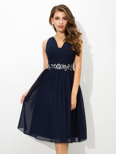 A-Line/Princess Beading Knee-Length Straps Sleeveless Chiffon Cocktail Dresses