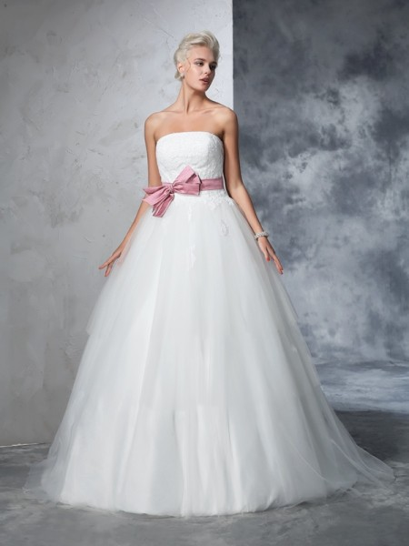 Ball Gown Bowknot Court Train Strapless Sleeveless Net Wedding Dresses