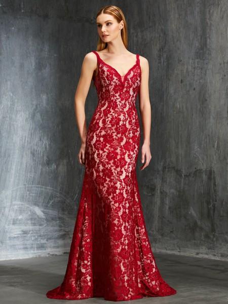 Sheath/Column Spaghetti Straps Sleeveless Lace Sweep/Brush Train Applique Dresses