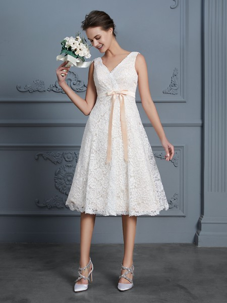 A-Line/Princess Bowknot Knee-Length V-neck Sleeveless Lace Wedding Dresses