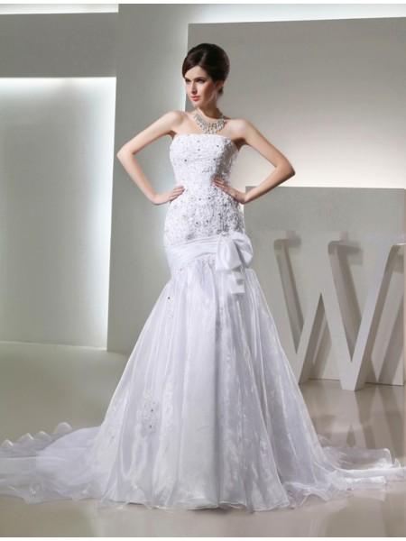 Trumpet/Mermaid Beading Applique Organza Sleeveless Chapel Train Strapless Wedding Dresses