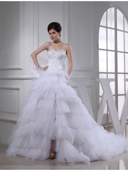 A-Line/Princess Beading Embroidery Satin Sleeveless Chapel Train Sweetheart Wedding Dresses