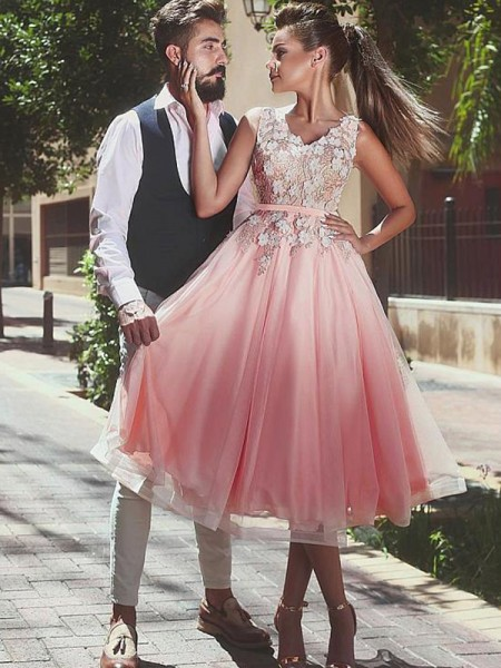 A-Line/Princess Sleeveless Lace Tulle Short/Mini V-neck Dresses