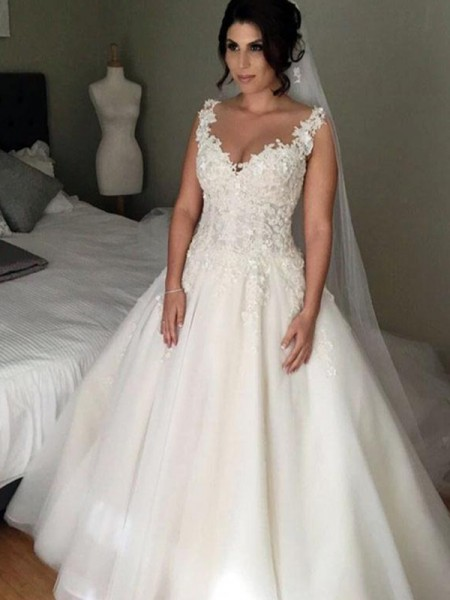 Ball Gown Tulle Applique V-neck Sleeveless Court Train Ivory Wedding Dresses