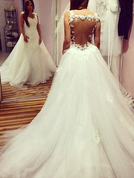 Ball Gown Tulle Applique Sweetheart Sleeveless Chapel Train Ivory Wedding Dresses