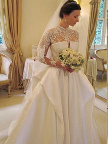 Trumpet/Mermaid Organza Applique Square Long Sleeves Chapel Train White Wedding Dresses