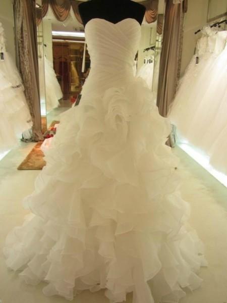 Ball Gown Court Train Organza Sleeveless Sweetheart Ruffles Wedding Dresses