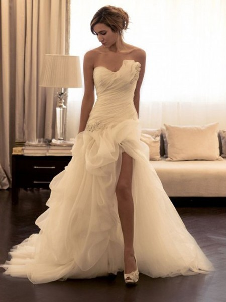 Ball Gown Sweep/Brush Train Organza Sleeveless Sweetheart Beading Wedding Dresses