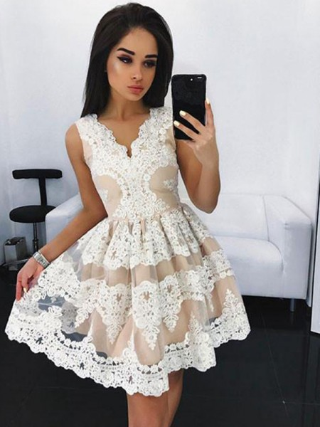 A-Line/Princess V-neck Short/Mini Tulle Dress with Lace
