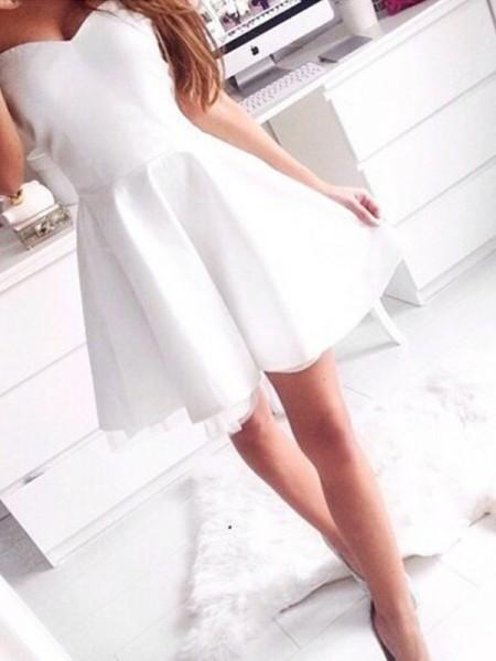 A-line/Princess Short/Mini Satin Sleeveless Sweetheart Beading Dresses