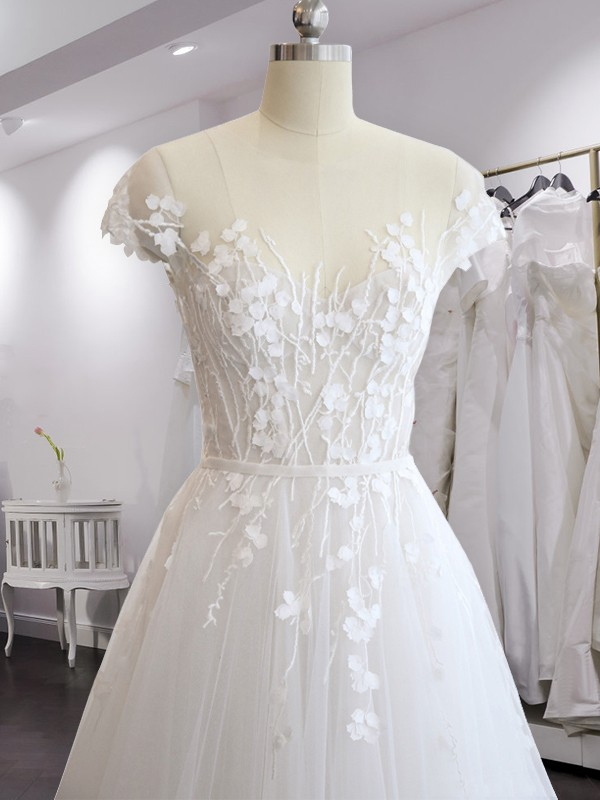 A-Line/Princess Court Train Short Sleeves Applique Tulle V-neck Wedding Dresses