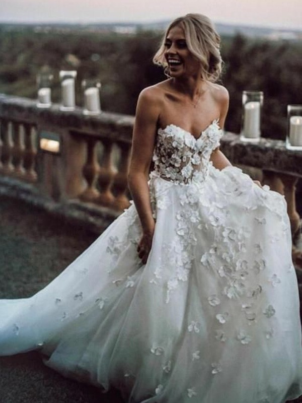 A-Line/Princess Sleeveless Court Train Tulle Sweetheart Applique Wedding Dresses
