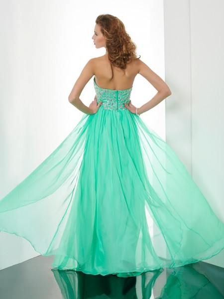 A-Line/Princess Chiffon Halter Sweep/Brush Train Beading Applique Sleeveless Dresses