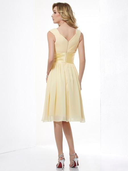 A-Line/Princess Chiffon Straps Knee-Length Pleats Sleeveless Dresses