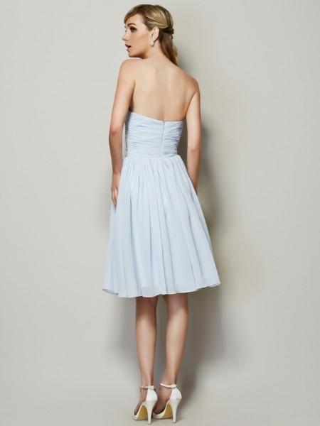A-Line/Princess Chiffon Strapless Knee-Length Hand-Made Flower Sleeveless Dresses