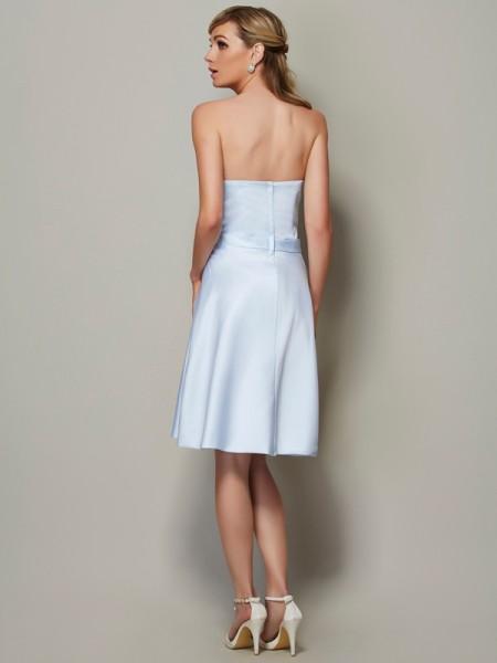 A-Line/Princess Satin Strapless Knee-Length Bowknot Sleeveless Bridesmaid Dresses