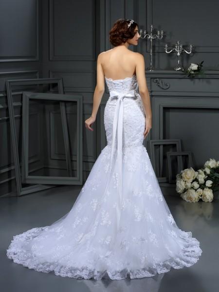 Trumpet/Mermaid Sleeveless Beading Court Train Strapless Lace Wedding Dresses