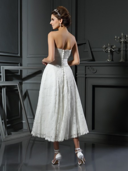 A-Line/Princess Sleeveless Lace Tea-Length Sweetheart Lace Wedding Dresses