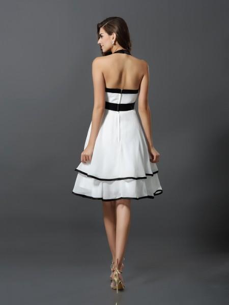 A-Line/Princess Sleeveless Hand-Made Flower Knee-Length Halter Chiffon Cocktail Dresses