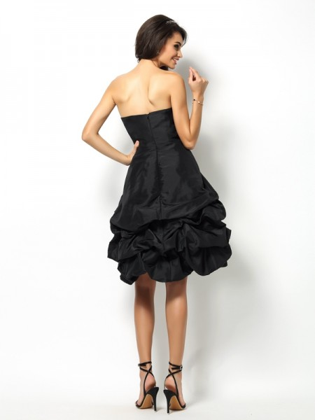 A-Line/Princess Sleeveless Bowknot Knee-Length Sweetheart Taffeta Bridesmaid Dresses