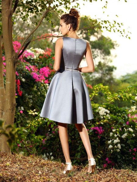 A-Line/Princess Sleeveless Ruched Knee-Length V-neck Satin Bridesmaid Dresses