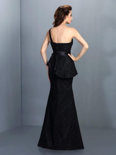 Trumpet/Mermaid Sleeveless Lace Floor-Length One-Shoulder Satin Bridesmaid Dresses